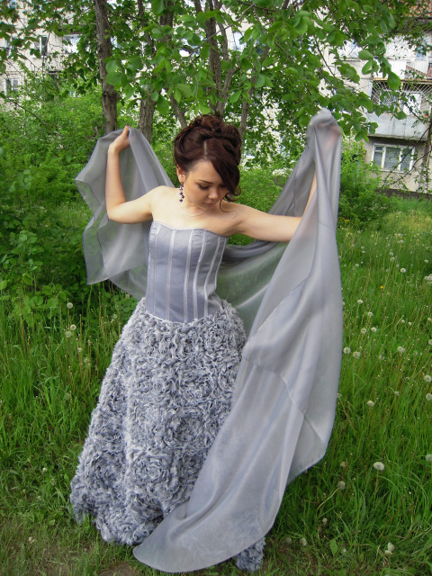 Вот такое платье получилось на дочкин выпускной бал