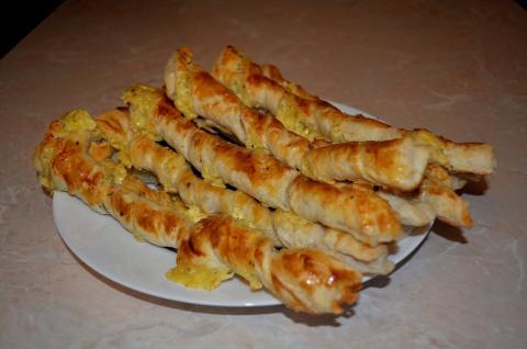 Слоеные спиральки с сыром