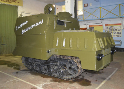 Военные восстановили эрзац-танк «На испуг»