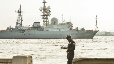 Разведкорабль ВМФ России зам…