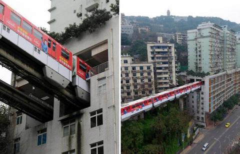 В Китае поезд ходит сквозь ж…