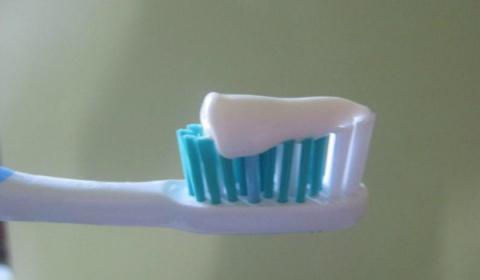 Домашняя паста для лечения кариеса укрепления десен и отбеливания зубов.
