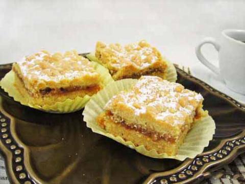 песочный пирог с джемом и грецкими орехами