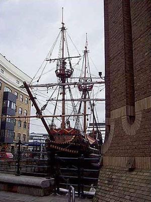Маленький кораблик с большой добычей
