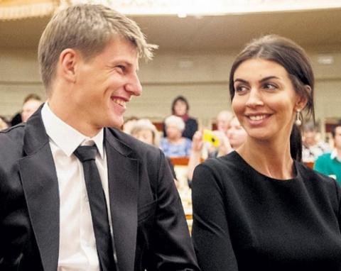 Жена Аршавина пригрозила отр…