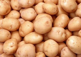 Гигантский картофель в ящике…