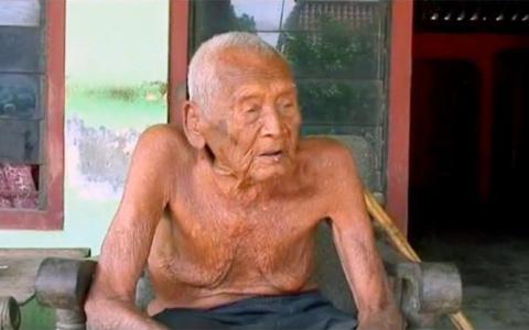 В Индонезии нашли дедулю, ко…