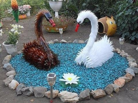 Лебеди из пластиковых бутылок...!!! Оцените работу.