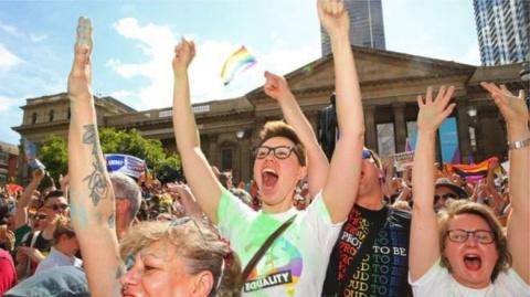 Австралийские геи счастливы: однополые браки разрешены