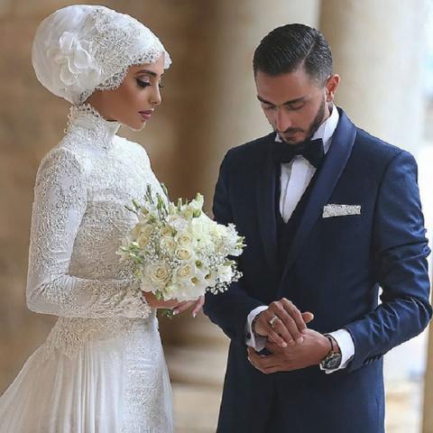 Мусульманские девушки в день свадьбы выглядят очень нарядно...