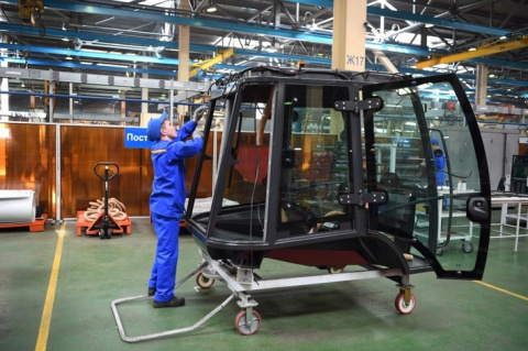 В Татарстане запущено производство экскаваторов-погрузчиков «ELAZ-BL» на «ПО ЕлАЗ»