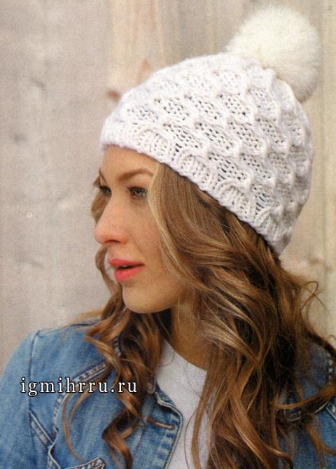 Белая шапка с рельефным узором и помпоном, от финских дизайнеров