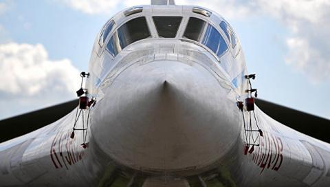 Минобороны прокомментировало полет Ту-160 вблизи стран НАТО