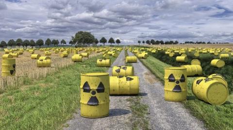 Ростислав Ищенко: Украина живёт на грязной бомбе