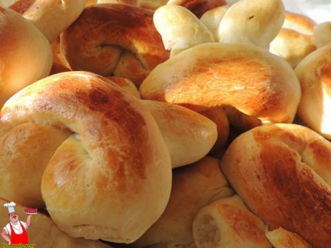 Сладкие булочки из дрожжевого теста в духовке.