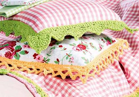 Чехлы на подушки с вязаной каймой