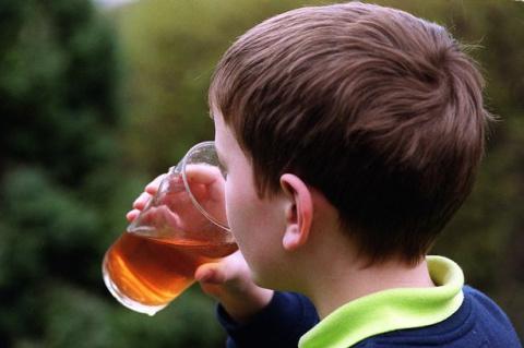 Как правильно поговорить с ребенком об алкоголе