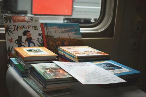 """В поездах появилась """"Библиотека юного путешественника"""""""