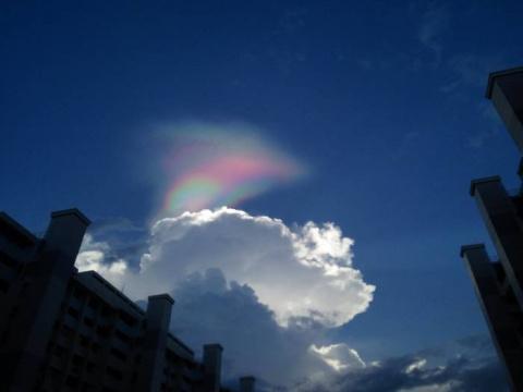 «Огненная радуга» очаровала жителей Сингапура