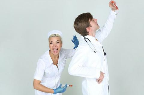 «До морга мы ещё не доехали». 14 анекдотов про медицинских сестёр