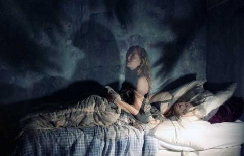 Странная ночная тварь вела с…