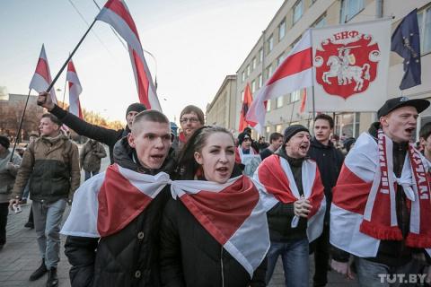 Лукашенко историю Белоруссии направляет  по стопам украинской
