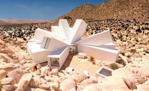 Этот дом построили из контейнеров прямо в пустыне. когда я вошел внутрь, то потерял дар речи