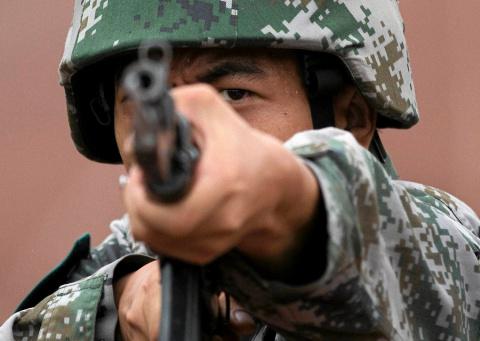 Китай начал строить военную …