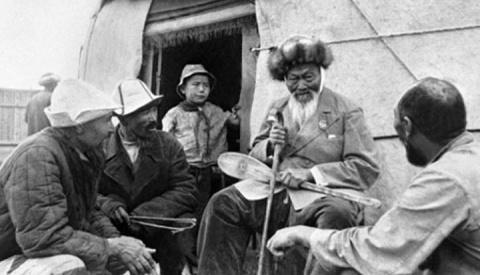 Как в СССР придумали поэта Джамбула Джабаева