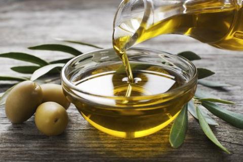 Оливковое масло: 5 способов его использования для ухода за собой