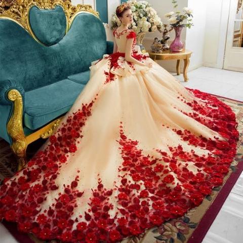 Красота этих платьев завораж…