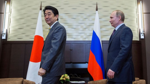 На переговорах с Абэ Путин д…