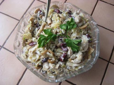 Салат из фасоли с грибами