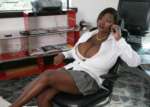 7 женщин с самой большой грудью в мире