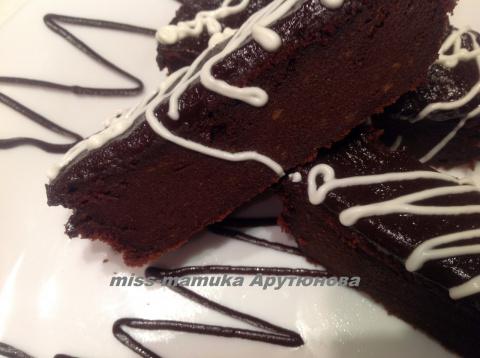 Неординарный шоколадный торт от мамы Джейми Оливера.
