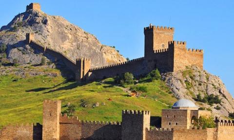 В Генуэзской крепости восста…