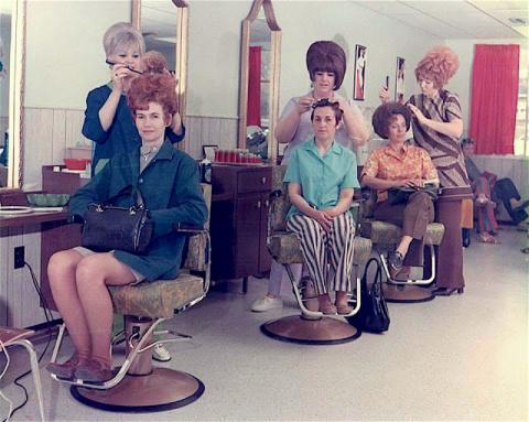 На что убивали время наши мамы и бабушки! Сумасшедшие прически 60-х