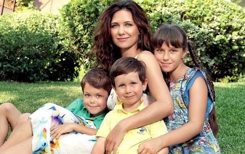 7 отечественных звезд, которые могут гордится званием «многодетных мам»
