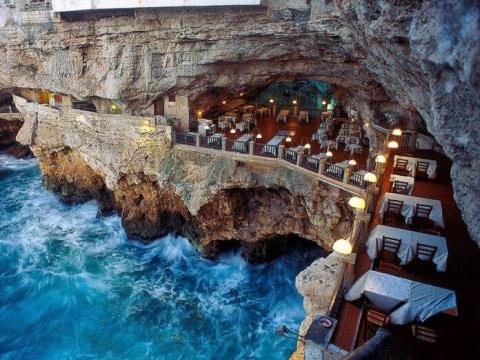 Ресторан внутри пещеры в Ита…