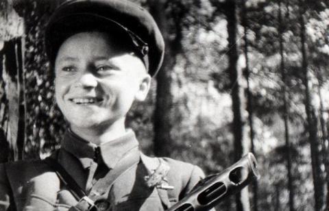 За его голову нацисты обещали щедрое вознаграждение. Они не подозревали, что ищут 15-летнего школьника…