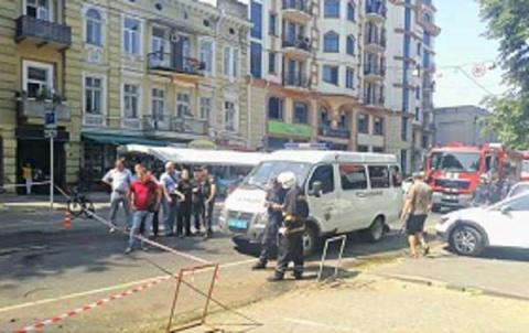 Возле здания СБУ в Одессе вз…