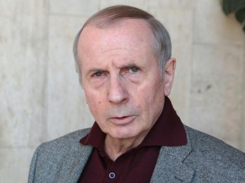 Не смог принять правду: Веллер метнул стакан в ведущего «Право голоса» Бабаяна