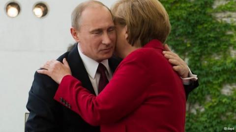 Меркель отчаянно ищет способ помириться с Путиным