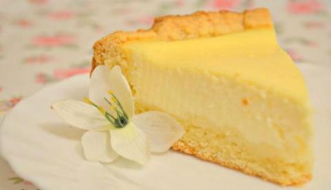 Самый вкусный пирог в мире — банка сметаны, пара яиц и малость усилий! Пальчики оближешь!