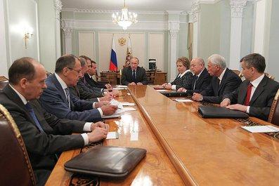 Накануне вечером Владимир Путин провёл оперативное совещание с постоянными членами Совета Безопасности.