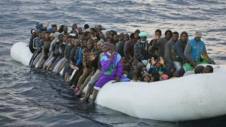 Уберегов Ливии перевернулас…