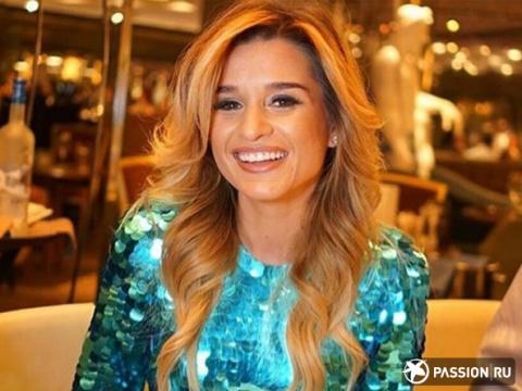 Блестящее платье, золотой торт и любимый муж: Ксения Бородина отметила день рождения