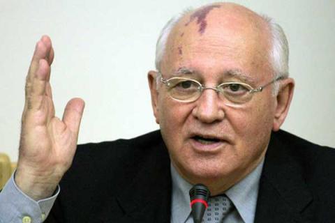 Горбачев оправдывается перед…