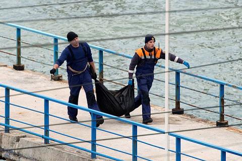 Минобороны России: На борт спасательного судна подняты 10 тел погибших
