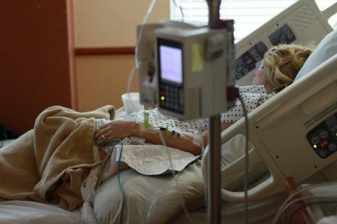 Промучившись 40 часов, женщина родила девочку. Затем врач взглянул на пациентку и ахнул…